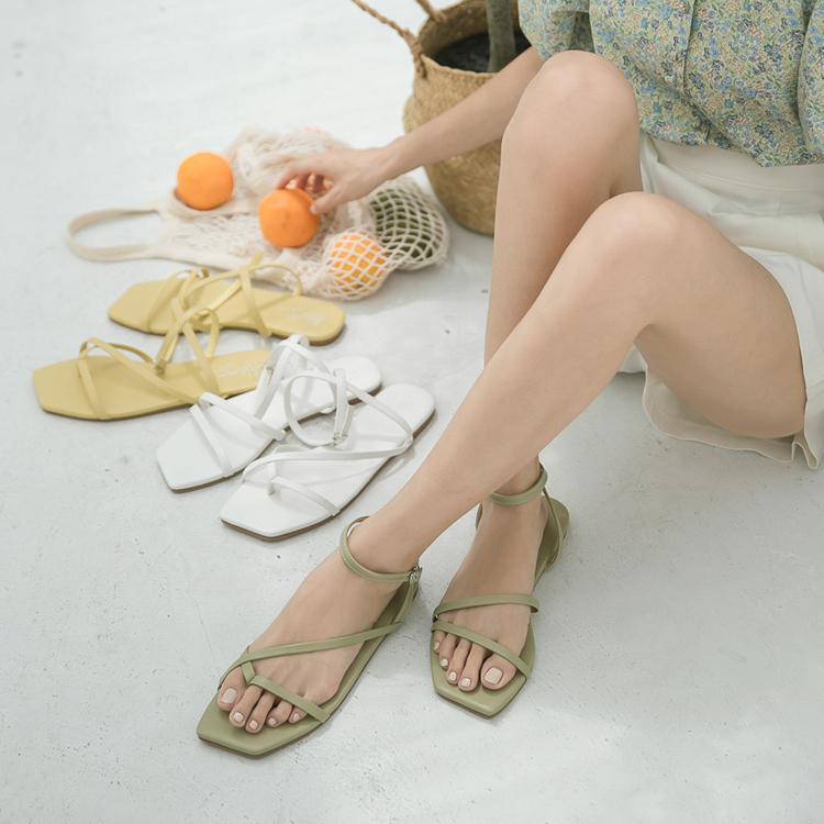 不對稱設計細帶涼鞋