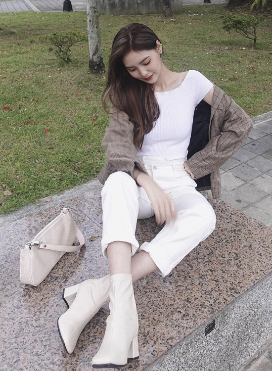 Rosa秋冬白色襪靴穿搭 白靴穿搭