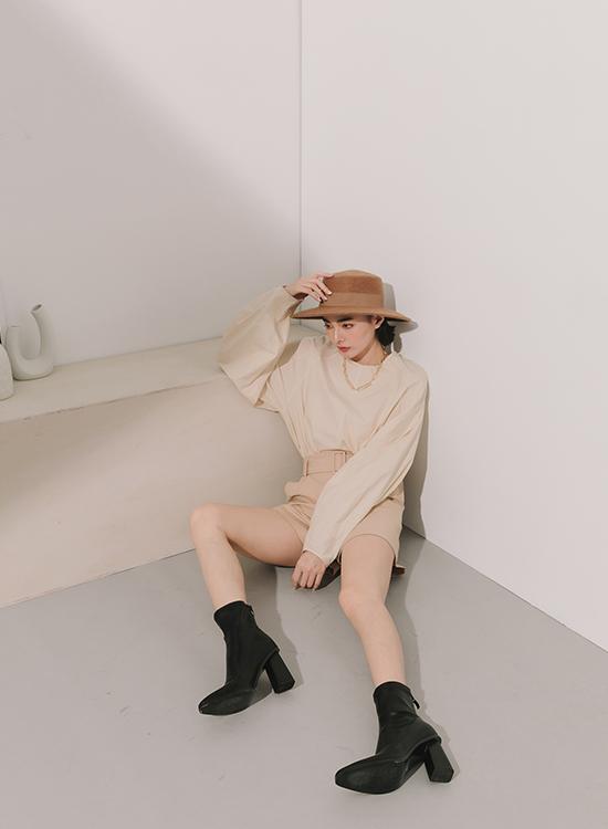 D+AF素面尖頭黑木跟襪靴 襪靴穿搭  女