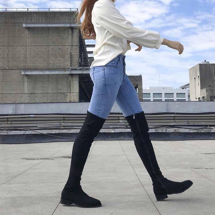膝上長靴 長筒襪靴 襪靴穿搭 膝上靴 黑色過膝靴 黑色長襪靴搭配緊身牛仔褲