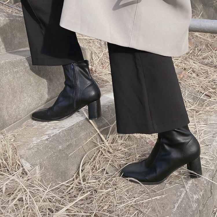 高跟襪靴 襪靴穿搭 黑色粗跟襪靴近拍