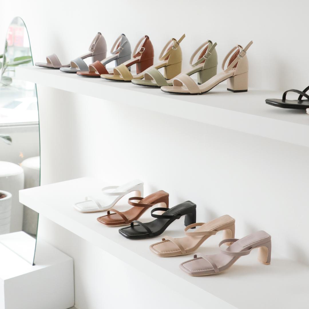 D+AF南西旗艦店 女鞋門市 多色一字涼鞋 中跟高跟涼鞋