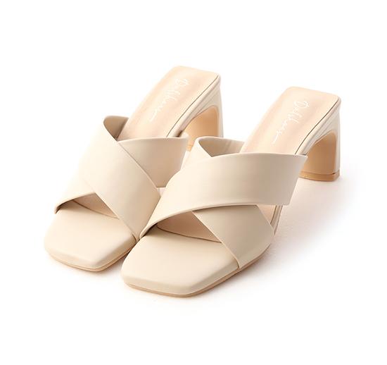 清爽造型.寬版交叉扁跟高跟涼鞋 香草米白