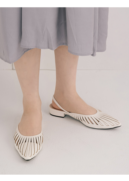 人見人愛.花形鏤空尖頭後空鞋 香草白