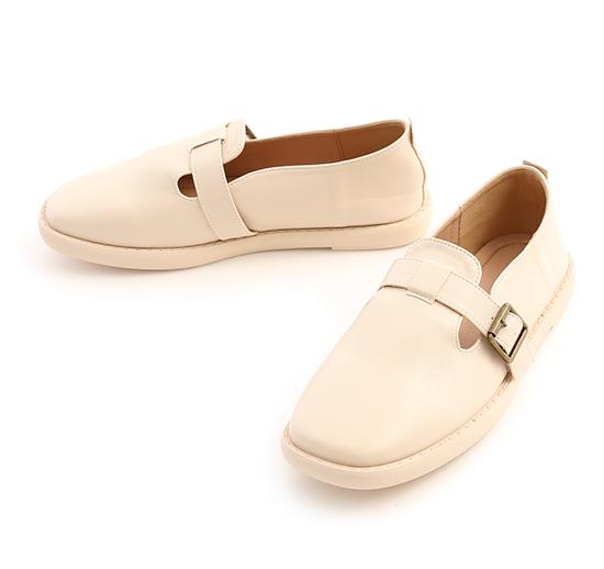 鄰家女孩.T字釦環素面平底鞋 香草米白