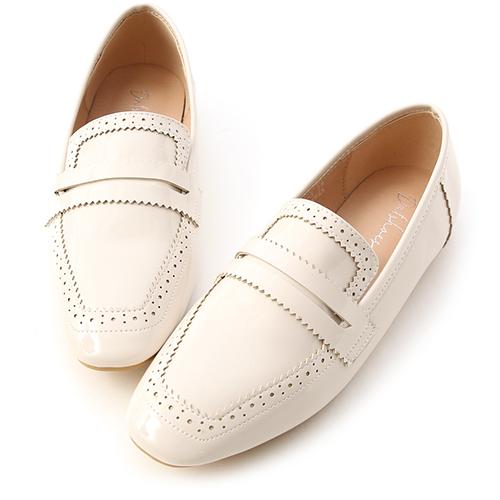 清透質感.漆皮雕花方頭樂福鞋