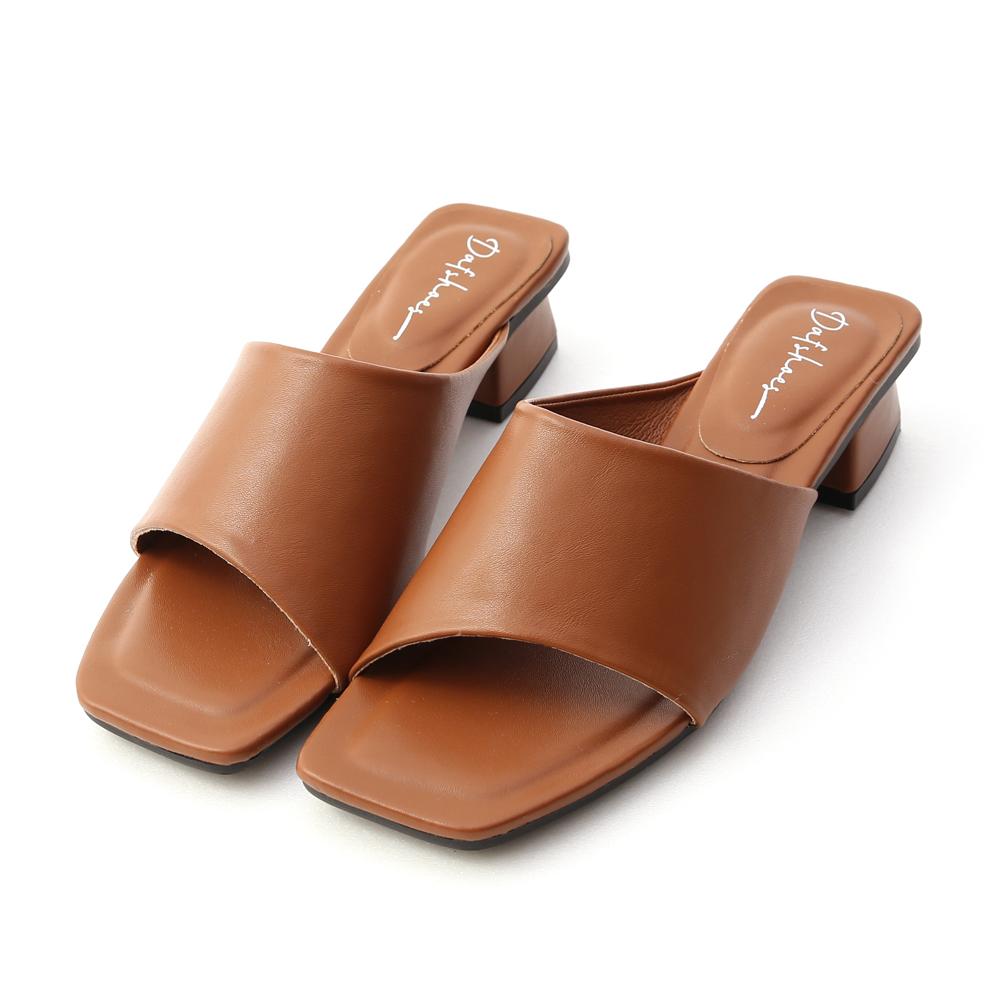 愜意寬版.斜切設計方頭低跟拖鞋 焦糖棕
