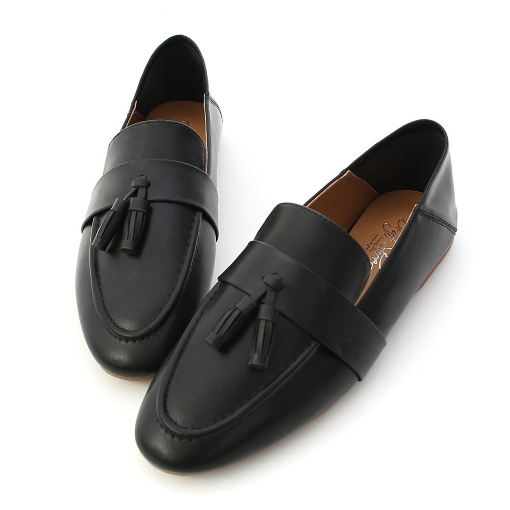 日常焦點.麥穗流蘇可後踩樂福鞋 時尚黑