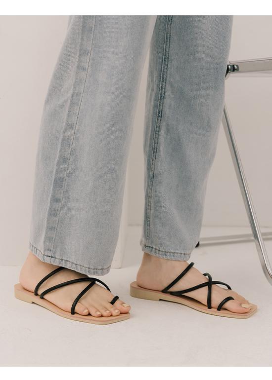 愜意主張.細帶套指方頭平底涼鞋 時尚黑