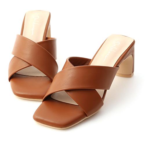 清爽造型.寬版交叉扁跟高跟涼鞋