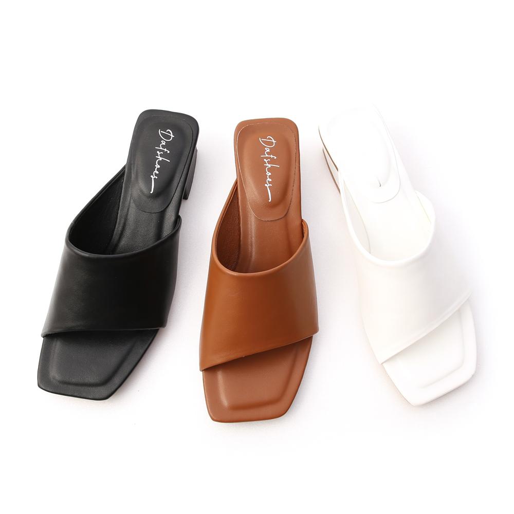愜意寬版.斜切設計方頭低跟拖鞋 時尚黑