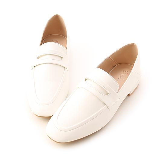 日常印象.經典款可後踩樂福鞋 人氣白