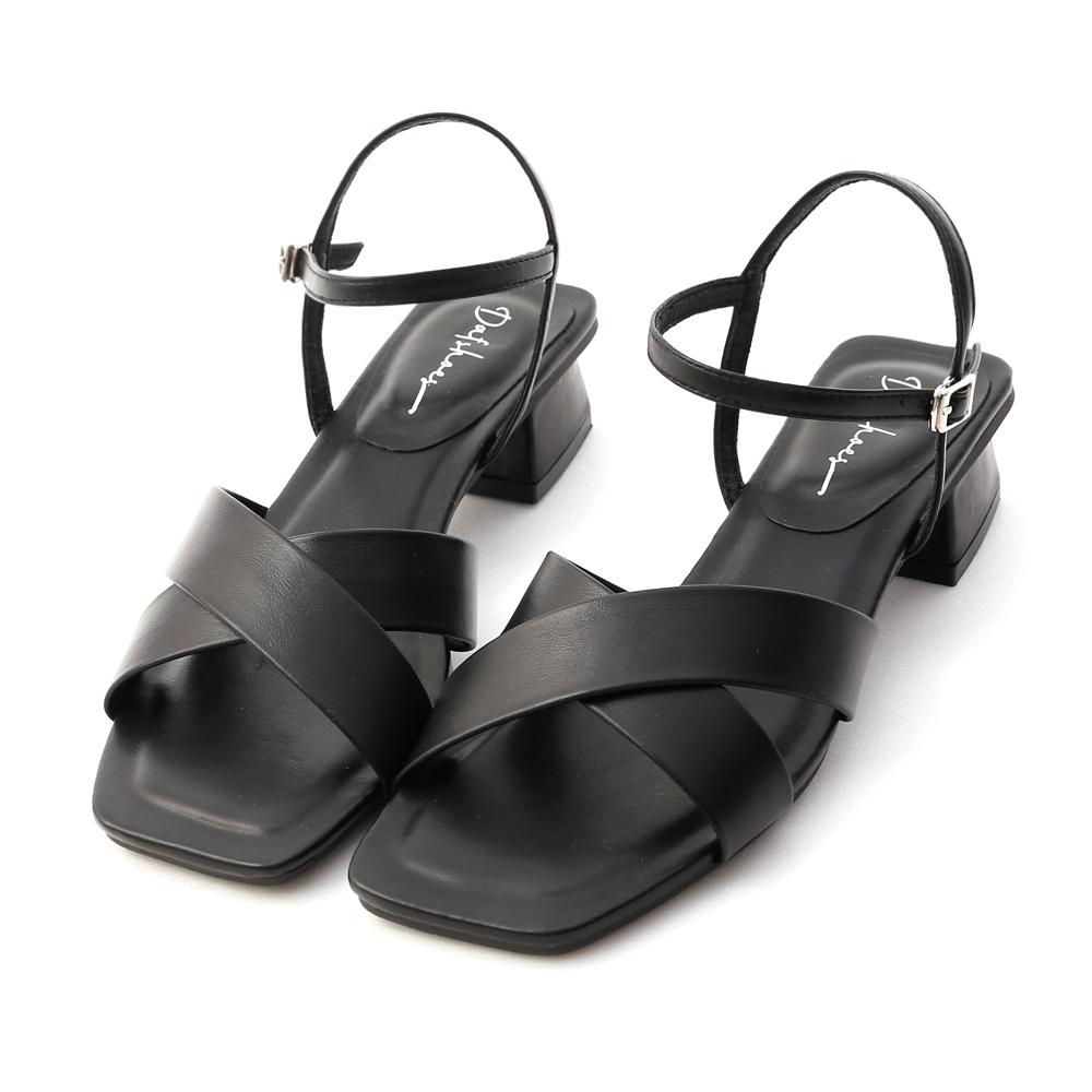 優雅俐落.寬版交叉方頭低跟涼鞋 時尚黑
