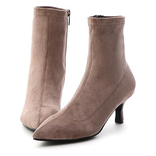 D+AF 魅力獨創.素面合腿尖頭中跟襪靴