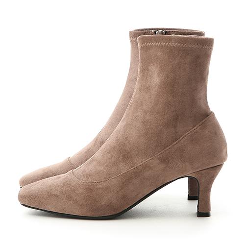 D+AF 時尚話題.素面絨料合腿高跟襪靴
