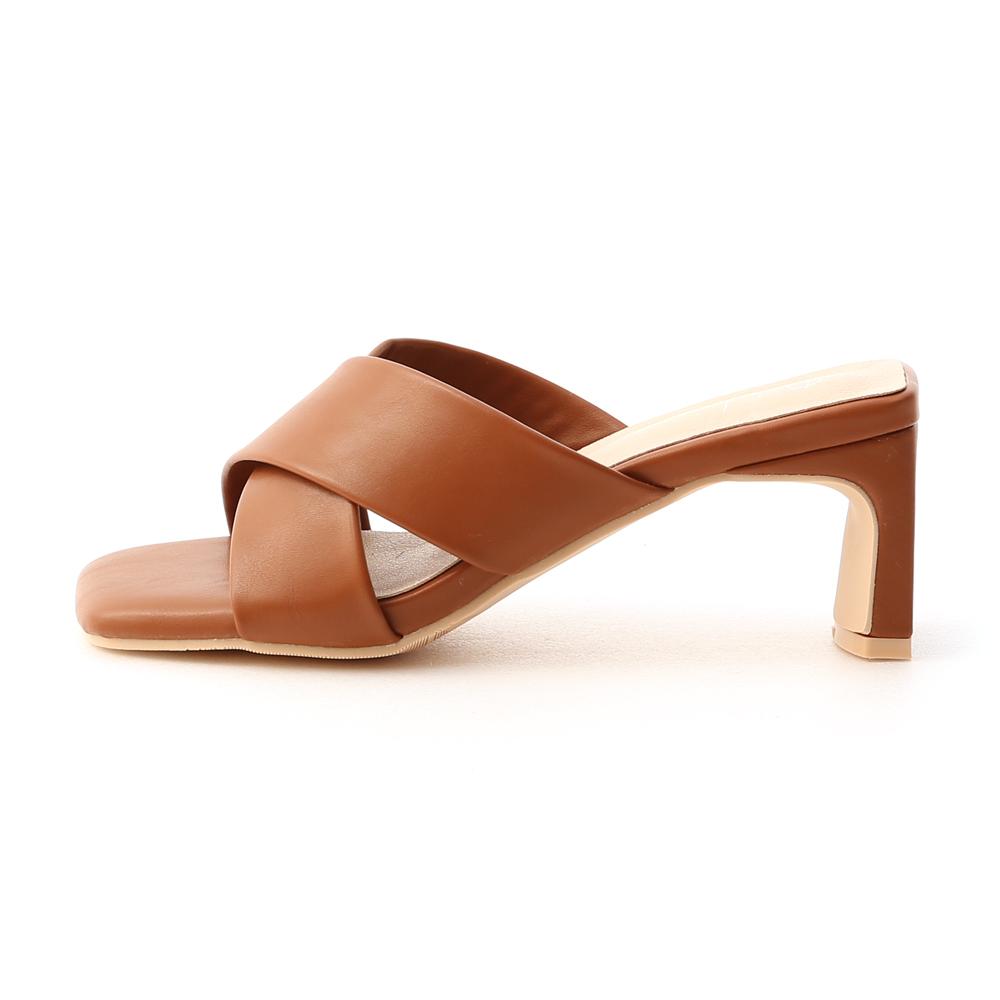 清爽造型.寬版交叉扁跟高跟涼鞋 焦糖棕