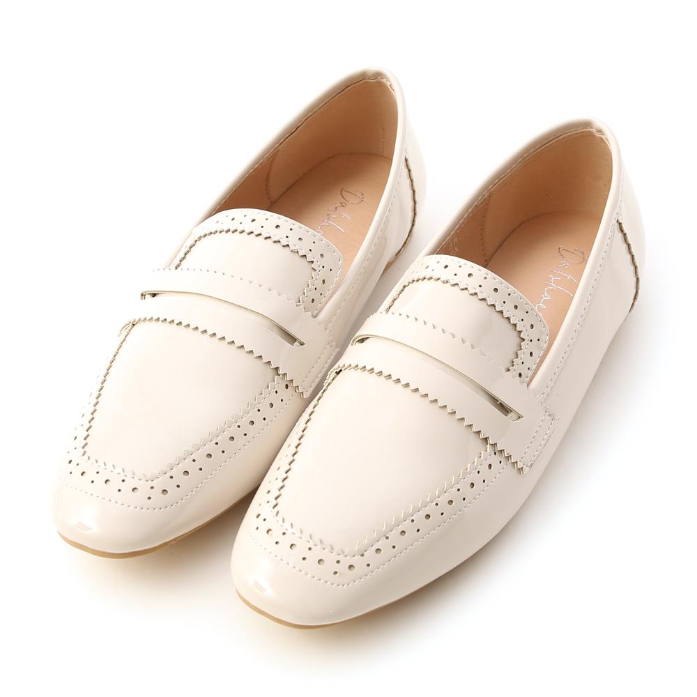 清透質感.漆皮雕花方頭樂福鞋 香草米白