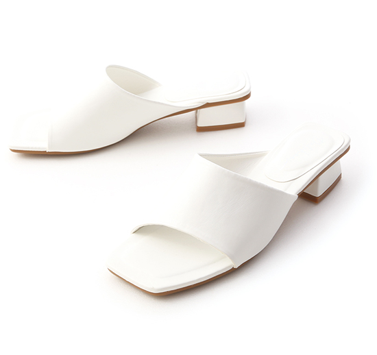 愜意寬版.斜切設計方頭低跟拖鞋 人氣白